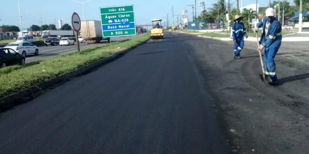 VIABAHIA avança em obras de recuperação do pavimento na via marginal da BR-324